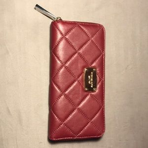 MICHAEL KORS WALLET NEVER USED